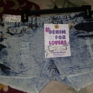 Indigo Rein Forever size 11 distressed shorts